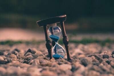 時間が足りないと感じる人へ送る思考法|時間を生み出す機会費用とは?