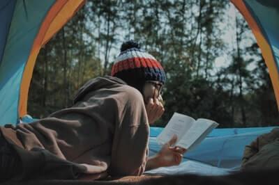 なぜ読書は最強のストレス解消法なのか?科学的に解説します。