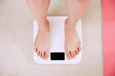 禁煙すると太るのは本当?結論→禁煙のやり方による